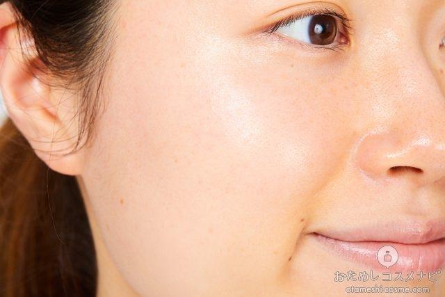 すっぴん顔の女性の顔のアップ